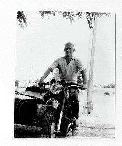 1976 год. Отец с детства привил Евгению Трефилову любовь к технике. Он мог управлять мотоциклом, трактором, комбайном, сеялкой