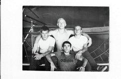 1976 год. Евгений Трефилов (вверху в центре) с друзьями, с которыми играл в команде первой лиги чемпионата СССР «Урожай»