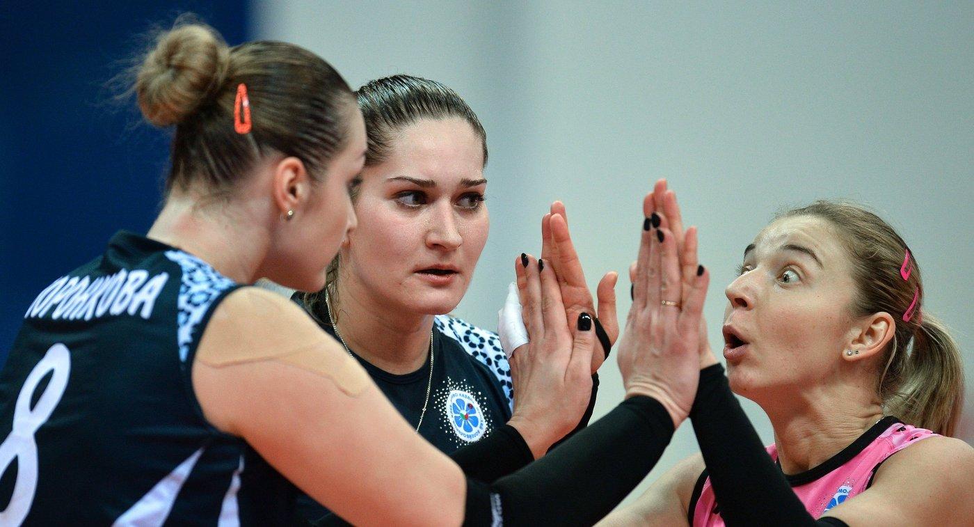 Волейболистки Динамо-Казань Ирина Воронкова, Дарья Столярова и Екатерина Уланова (слева направо)
