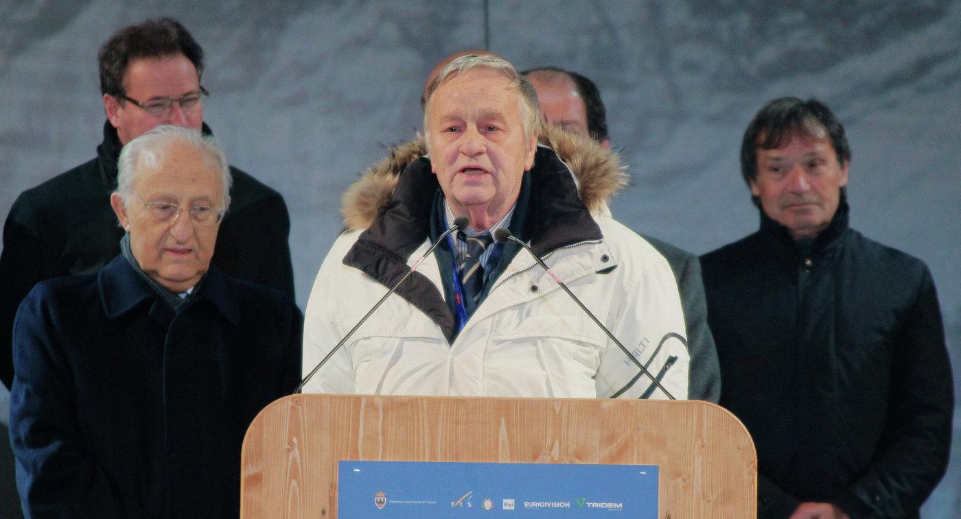 Джанфранко Каспер (по центру)