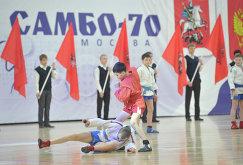 Показательные бои детской группы во время открытия нового спортивного дворца на территории учебно-спортивного комплекса Самбо-70