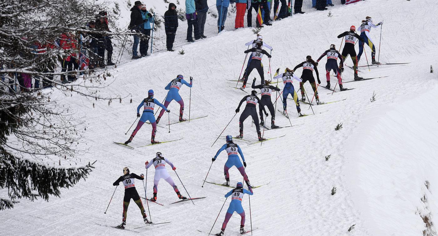 Лыжницы на дистанции