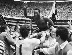 Нападающий сборной Бразилии Пеле