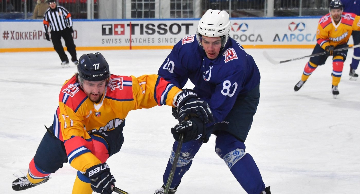 Нарадающие Химика Вячеслав Ипатов (слева) и Динамо Дмитрий Сидляров