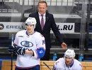 Главный тренер Лады Артис Аболс (на втором плане)