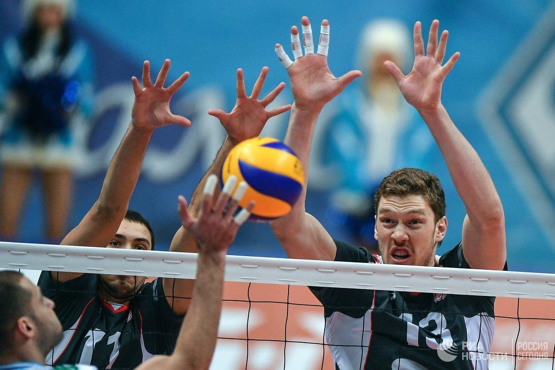 Волейболисты Белогорья Дмитрий Мусэрский (справа) и Роман Порошин