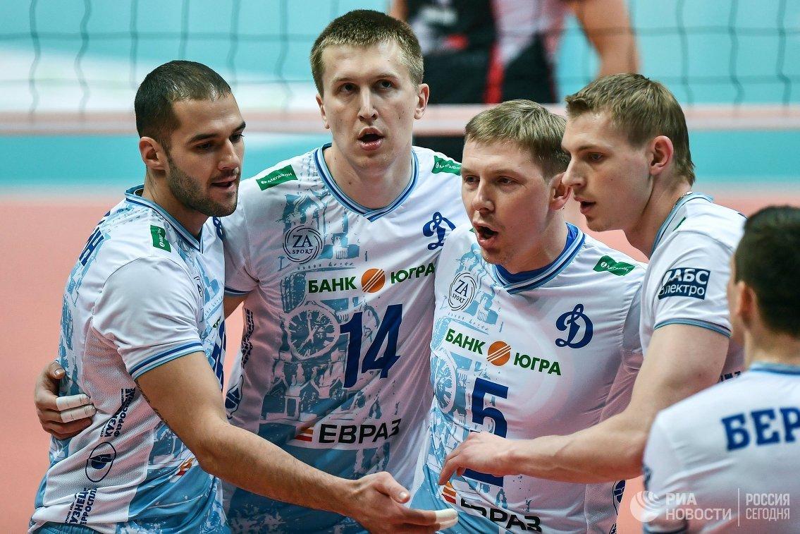 Волейболисты Динамо Александр Маркин, Дмитрий Щербинин, Сергей Гранкин и Константин Бакун (слева направо)