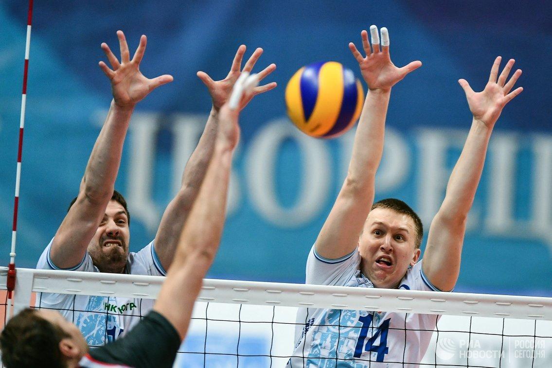 Волейболисты Динамо Дмитрий Щербинин (справа) и Павел Круглов