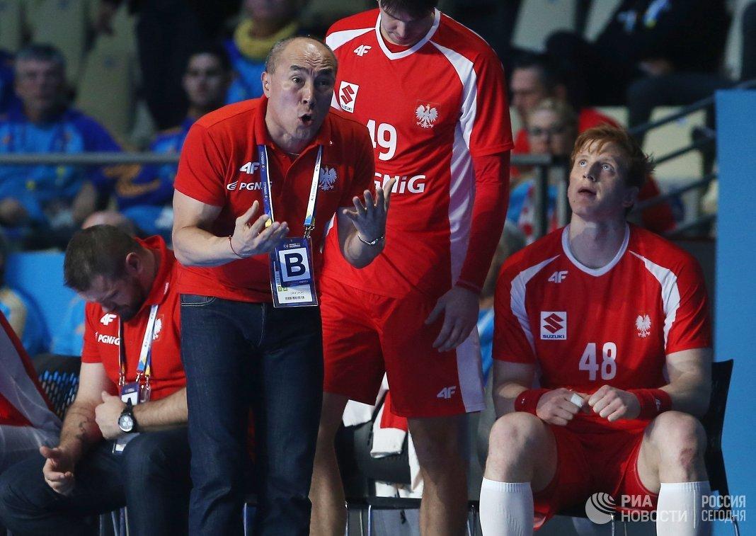 Главный тренер сборной Польши Талант Дуйшебаев и игроки команды Пётр Храпковски, Томаш Гебала (слева направо)
