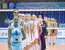 Связующая краснодарского Динамо Светлана Сурцева (на первом плане)