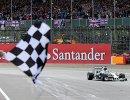 Льюис Хэмилтон на финише Гран-при Великобритании