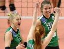Волейболистки Уралочки-НТМК радуются выигранному очку