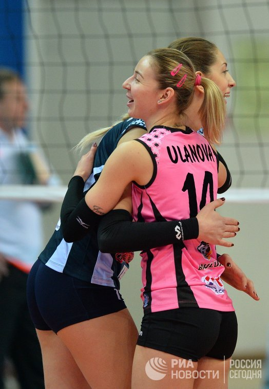 Игроки ВК Динамо-Казань Ольга Бирюкова (слева) и Екатерина Уланова