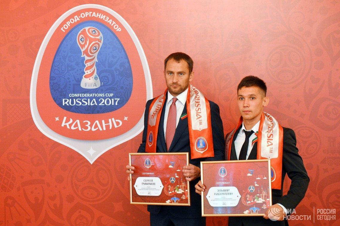 Игроки ФК Рубин Сергей Рыжиков (слева) и Эльмир Набиуллин
