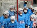 Игроки сборной США во время подачи углового удара