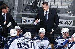 Главный тренер ХК Нефтехимик Андрей Назаров (справа)