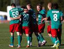 Игроки ФК Локомотив радуются забитому голу в ворота датского клуба Сённерйюск в контрольном матче на сборе в Испании