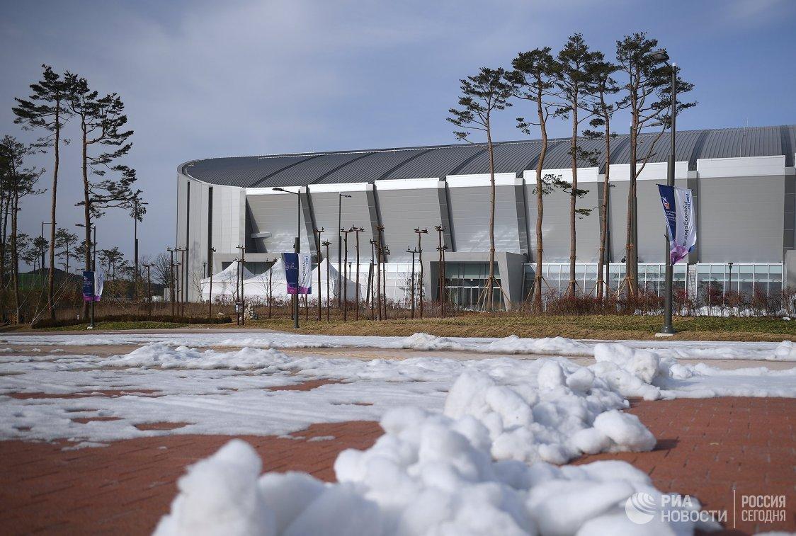 Вид на стадион Овал Кёнпхо