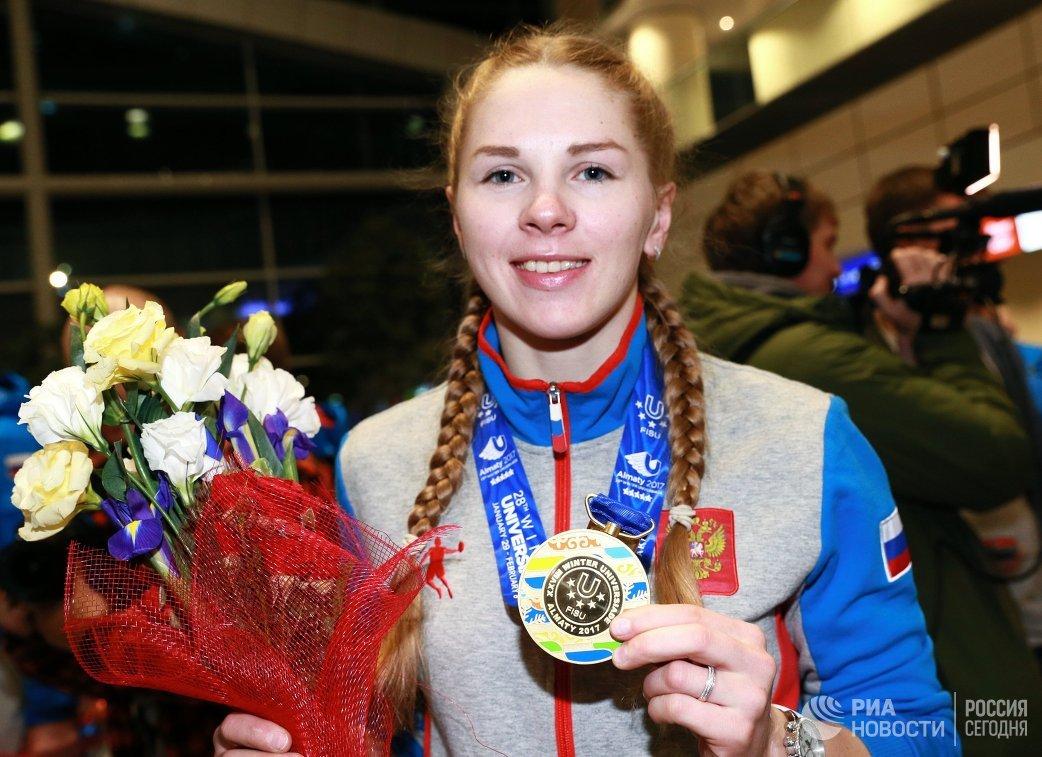 Елена Яковишина, завоевавшая золотую медаль в соревнованиях по горным лыжам