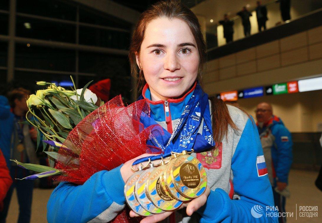 Лыжница Лилия Васильева (золотая медаль) во время прилета сборной России с XXVIII Всемирной зимней Универсиады