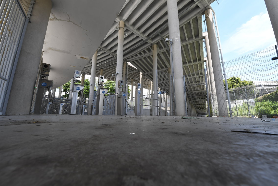 Турникеты у входа на одну из трубин стадиона Маракана в Рио-де-Жанейро, 2017 год