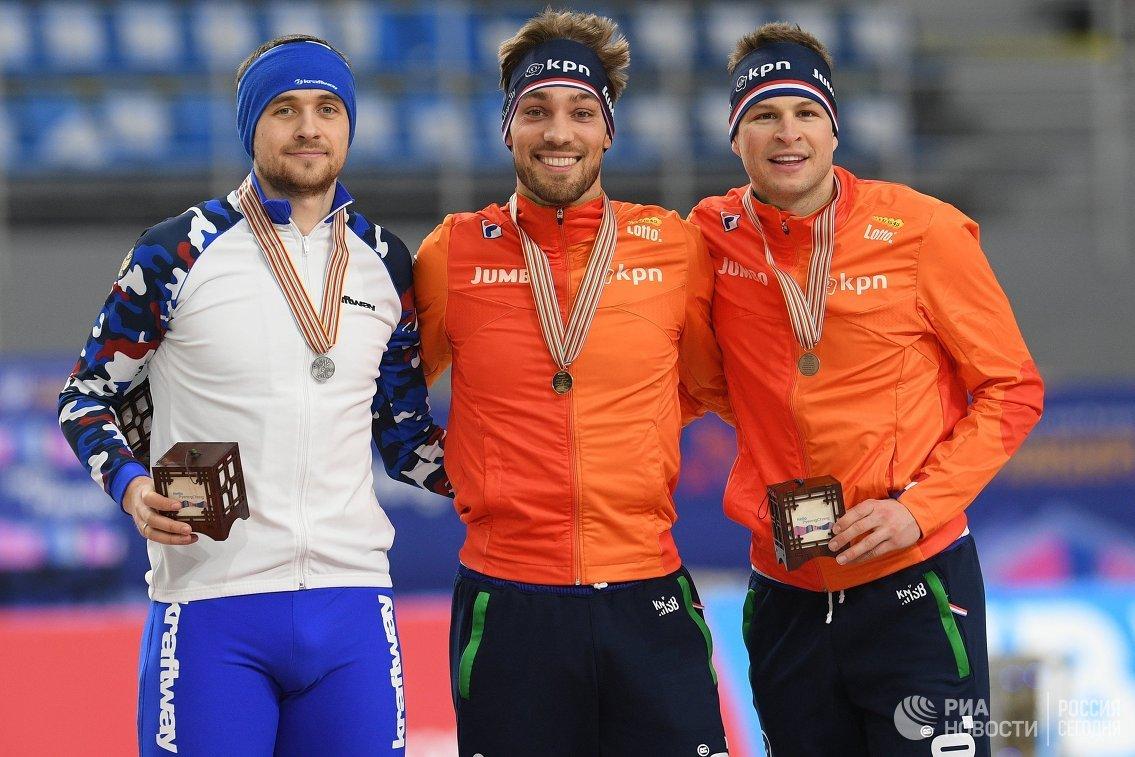 Денис Юсков (Россия), Кьелд Нёйс (Нидерланды) и Свен Крамер (Нидерланды) (слева направо)