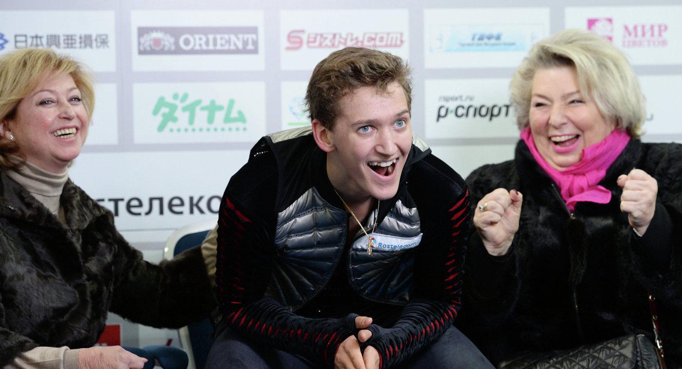 Татьяна Тарасова, Максим Ковтун и Елена Буянова (Водорезова) (справа налево)