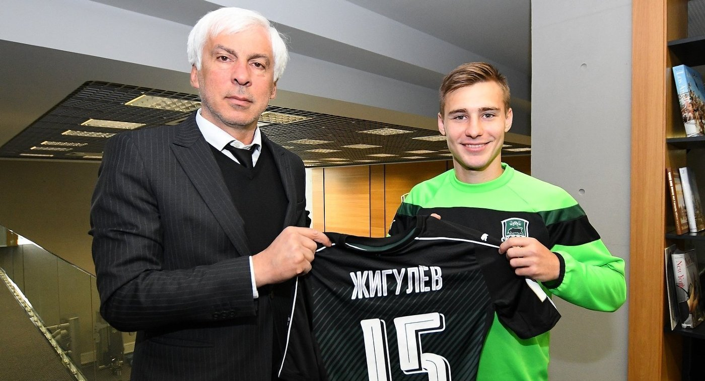 Илья Жигулев (справа)