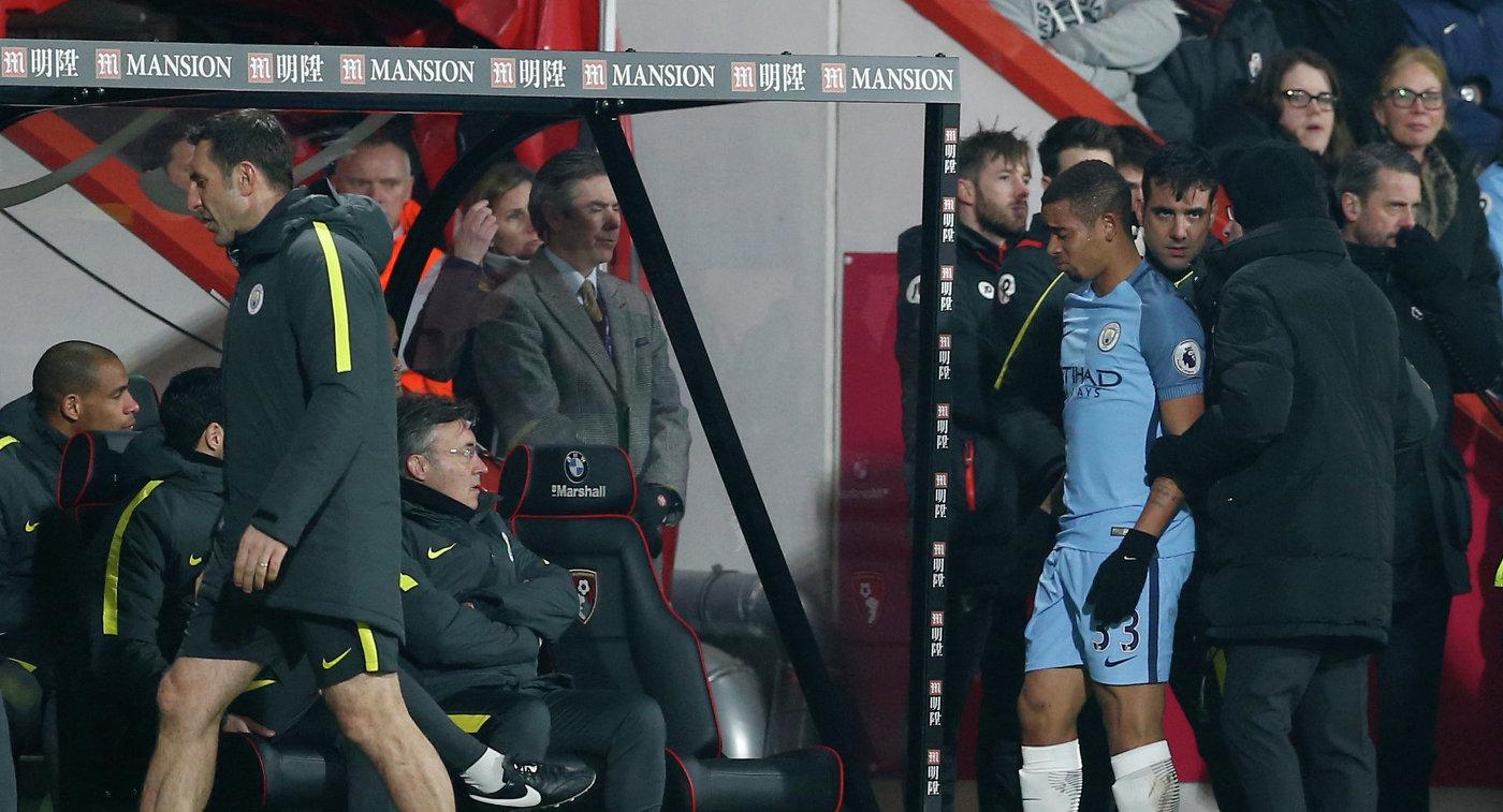 Форвард Манчестер Сити Габриэль Жезус покидает поле из-за травмы