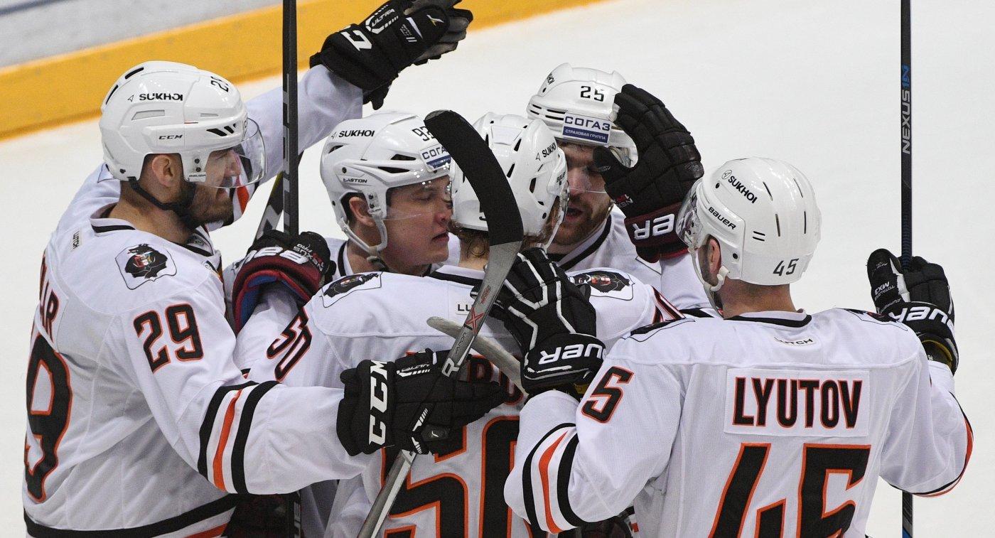 Хоккеисты Амура радуются заброшенной шайбе