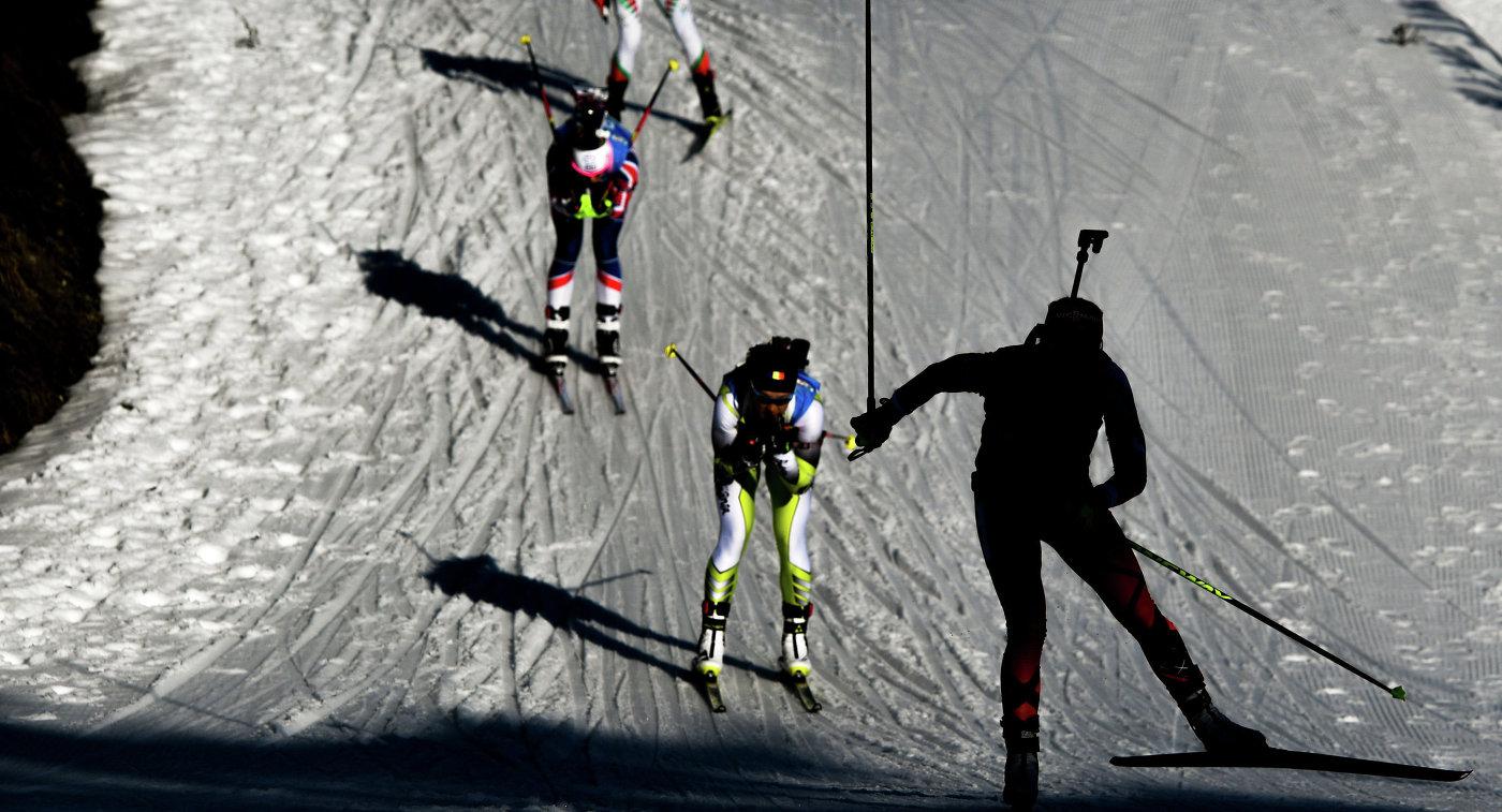 Спортсменки на дистанции индивидуальной гонки среди женщин на чемпионате мира по биатлону в австрийском Хохфильцене