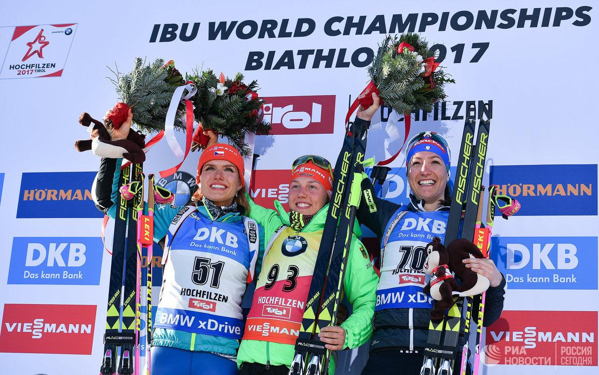 Габриэла Коукалова (Чехия), Лаура Дальмайер (Германия) и Алексия Рунгальдьер (Италия) (слева направо)