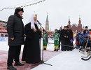 Патриарх Московский и всея Руси Кирилл (второй слева) на открытии турнира по хоккею с мячом на приз патриарха Московского и всея Руси на Красной площади в Москве