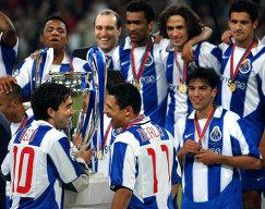 Футболисты Порту после победы в Лиге чемпионов сезона-2002/2003