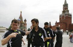 Защитник Челси Паулу Феррейра (в центре) в Москве перед финалом Лиги чемпионов сезона-2007/2008