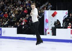 Миша Ге исполняет прыжок