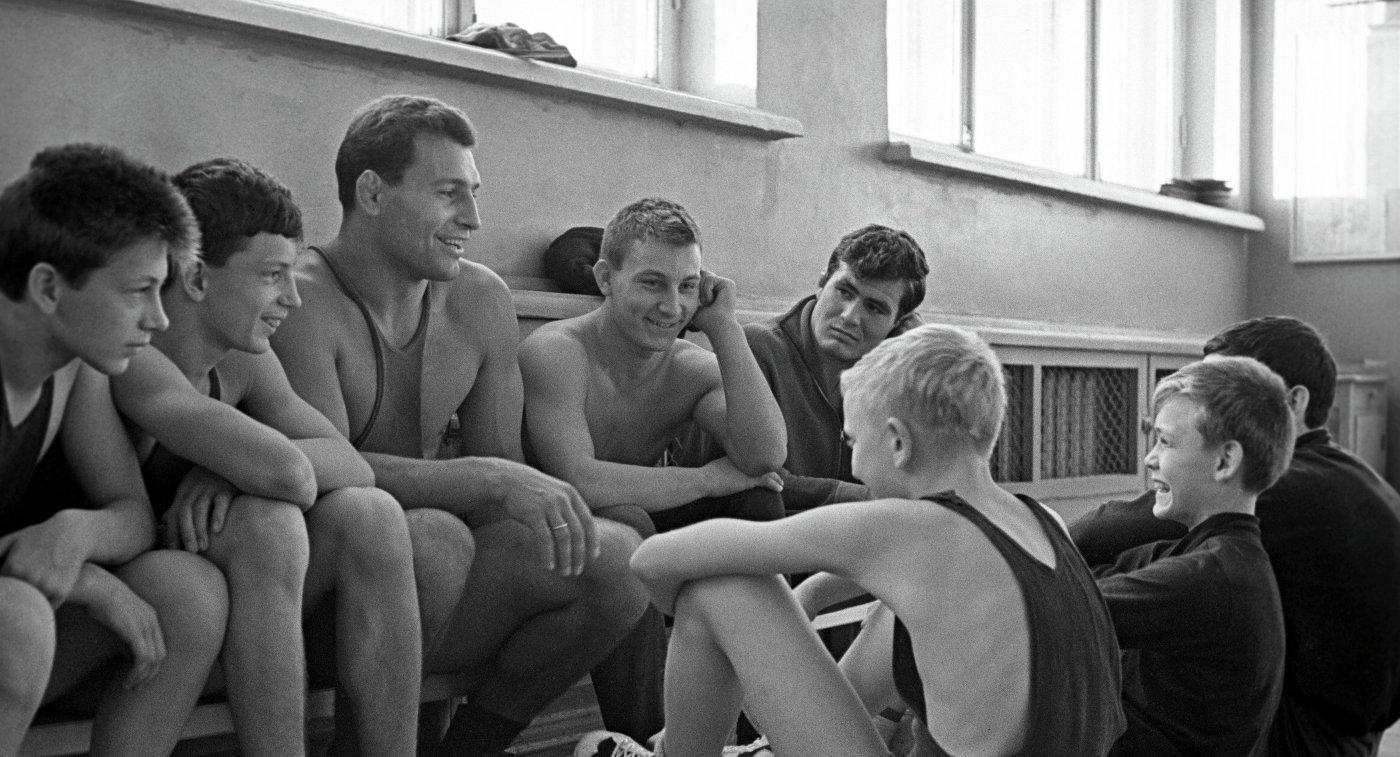 Александр Владимирович Иваницкий - советский борец вольного стиля, Чемпион мира, заслуженный мастер спорта СССР с юными спортсменами