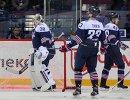 Игроки ХК Металлург Илья Самсонов, Евгений Тимкин и Евгений Бирюков (слева направо)