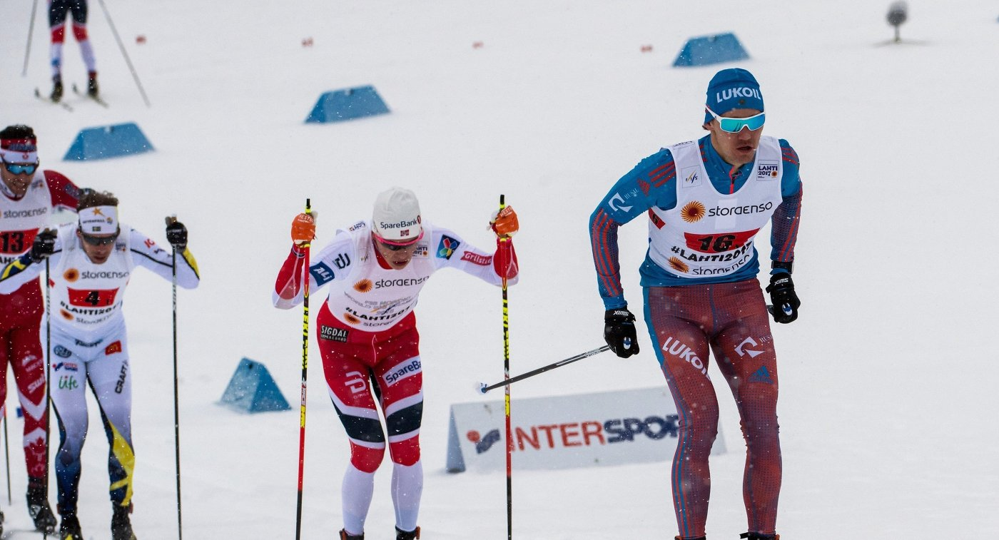 Справа: Никита Крюков
