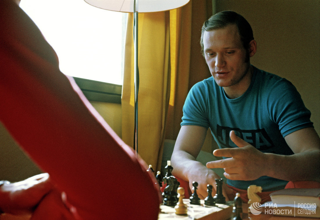 Член сборной команды СССР по хоккею Владимир Петров