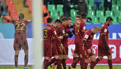 Футболисты Рубина радуются забитому голу