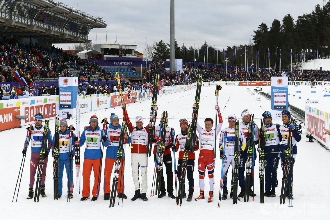 Спортсмены после эстафетной гонки 4 х 10 км