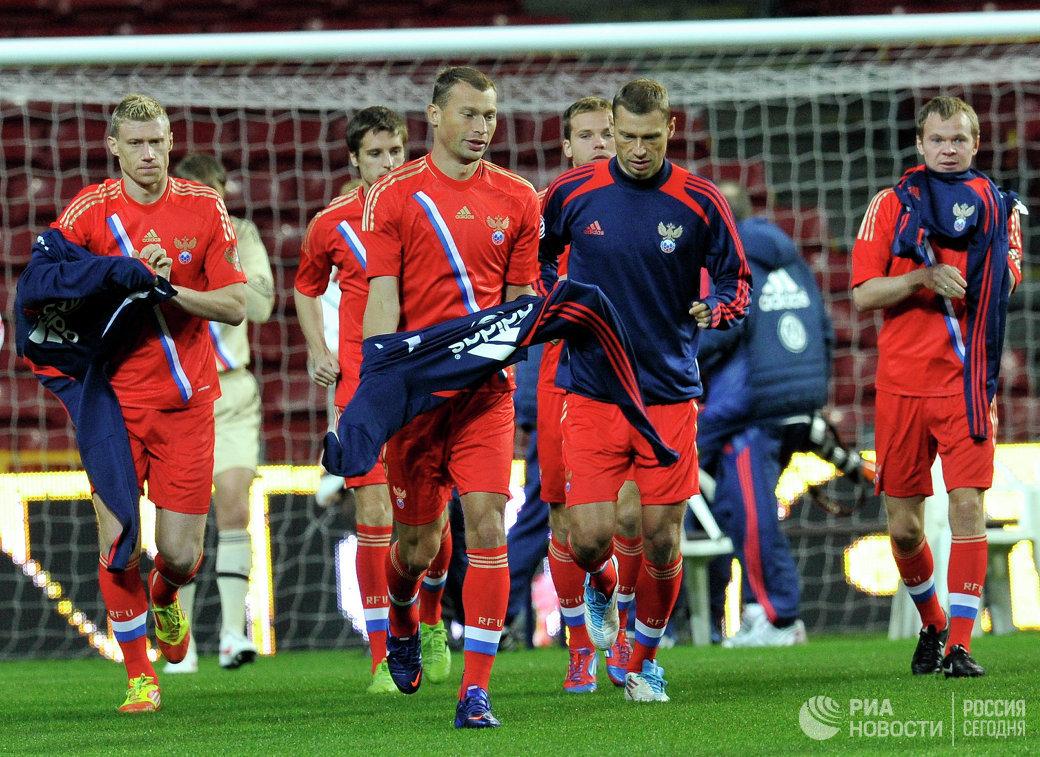 Игроки сборной России по футболу Павел Погребняк, Василий Березуцкий, Алексей Березуцкий и Александр Анюков (слева направо)