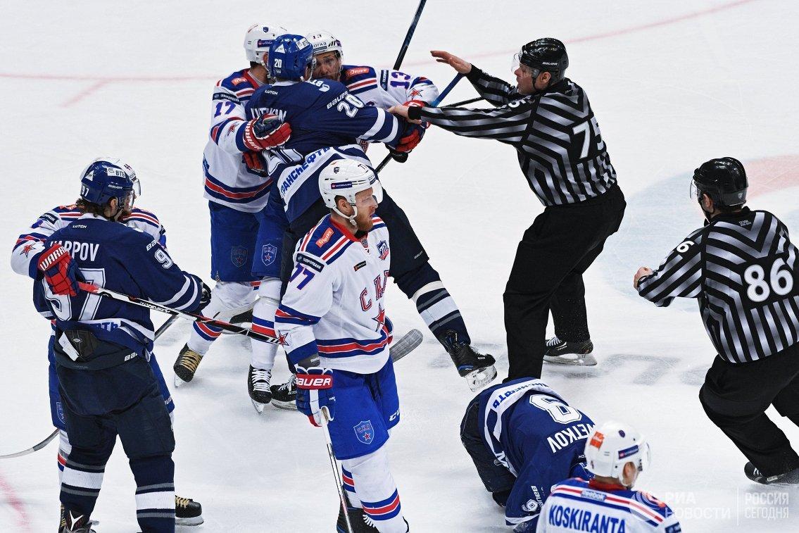 Хоккеисты Динамо и СКА