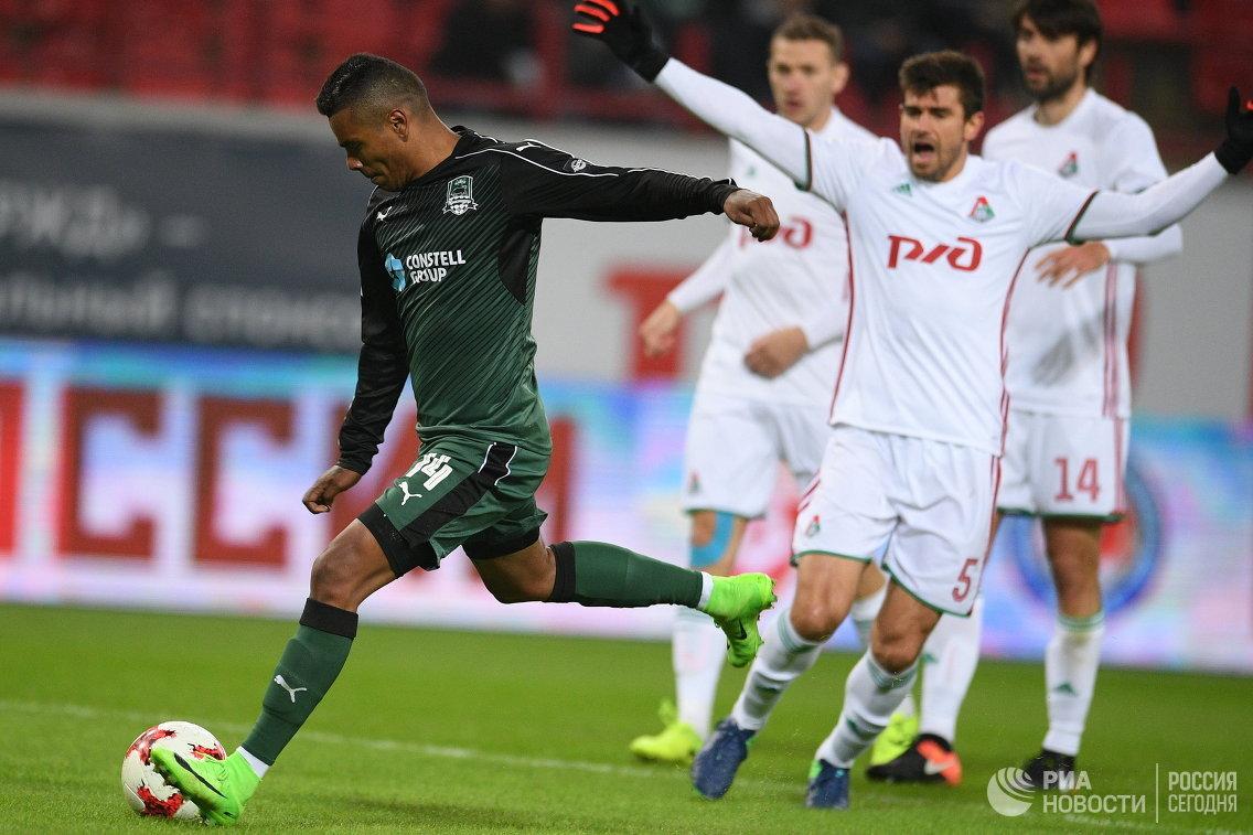 Форвард ФК Краснодар Вандерсон (слева)