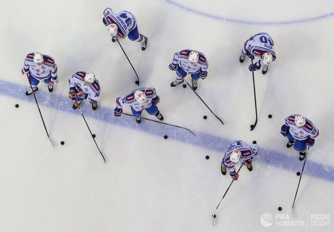 Хоккеисты СКА на разминке