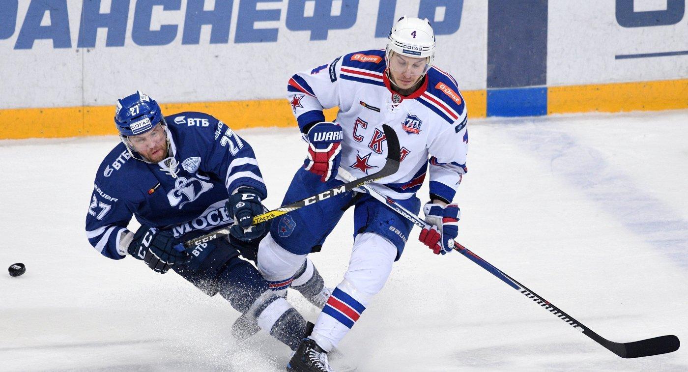 Форвард Динамо Алексей Терещенко (слева) и защитник СКА Роман Ярно Коскиранта