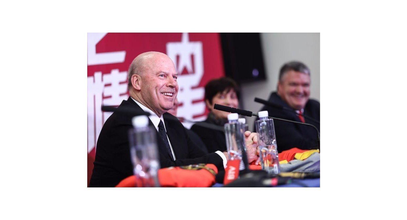 Главный тренер клуба КХЛ Куньлунь Ред Стар Майк Кинэн