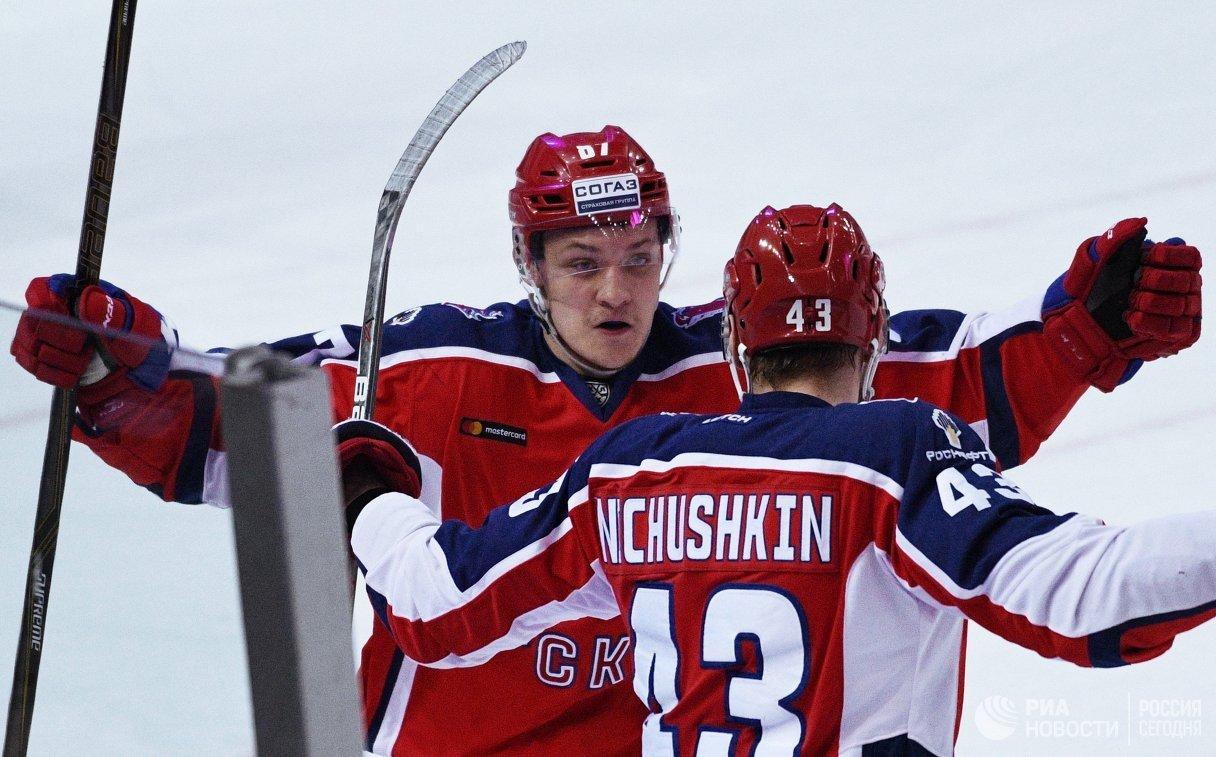 Нападающие ПХК ЦСКА Андрей Светлаков (слева) и Валерий Ничушкин