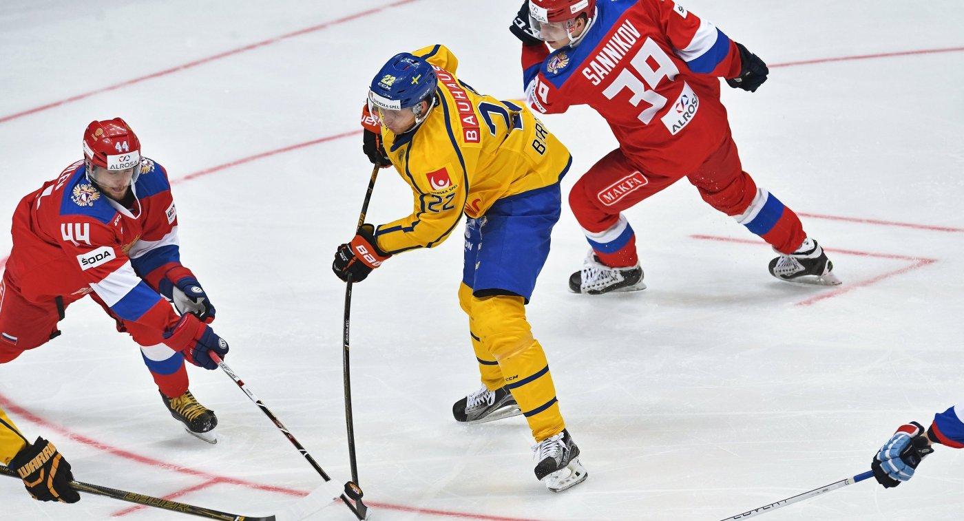 Форвард сборной Швеции Александер Бергстрём (в центре)
